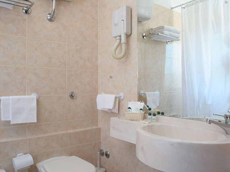 bagno_3.jpg - Hotel Soggiorno Blu Roma Termini 2